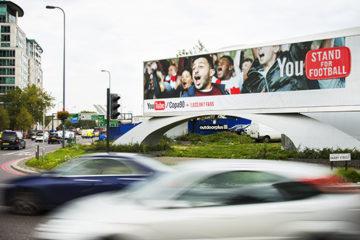 Google lleva publicidad en sitios web a la calle