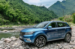 Alibaba presenta auto conectado a Internet