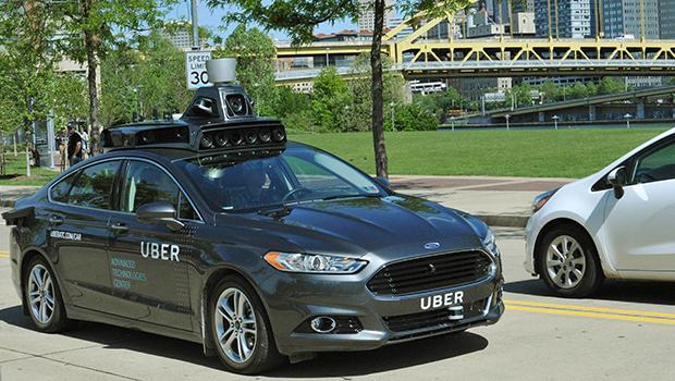 Uber inicia servicio con vehículos autónomos
