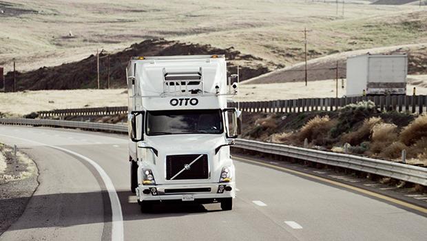 Realiza camión autónomo Otto primera entrega