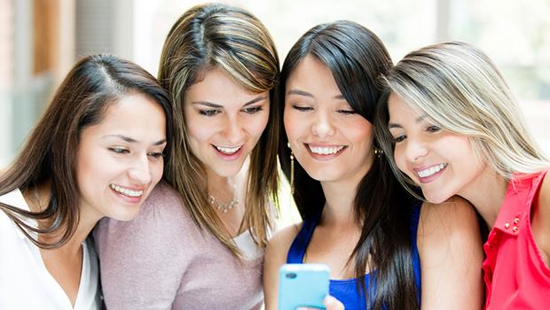 Accesan más a Internet desde móviles: estudio