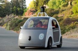 Google pararía vehículos autónomos propios