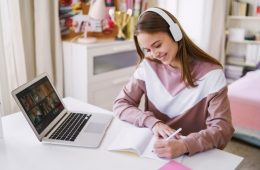 El INEA impulsa la educación secundaria en línea en México